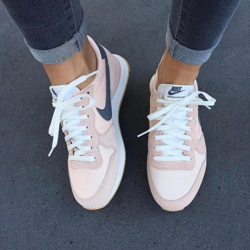 chaussure nike femme rose poudre collection